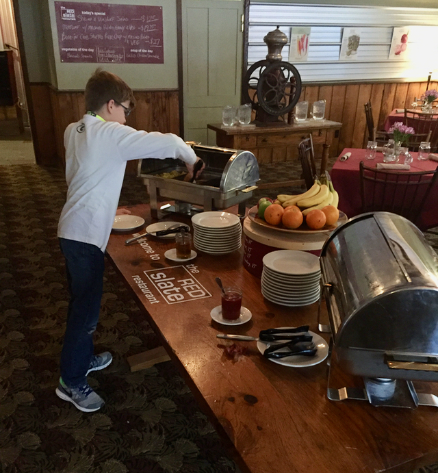 Upper Pass Lodge Red Slate Breakfast